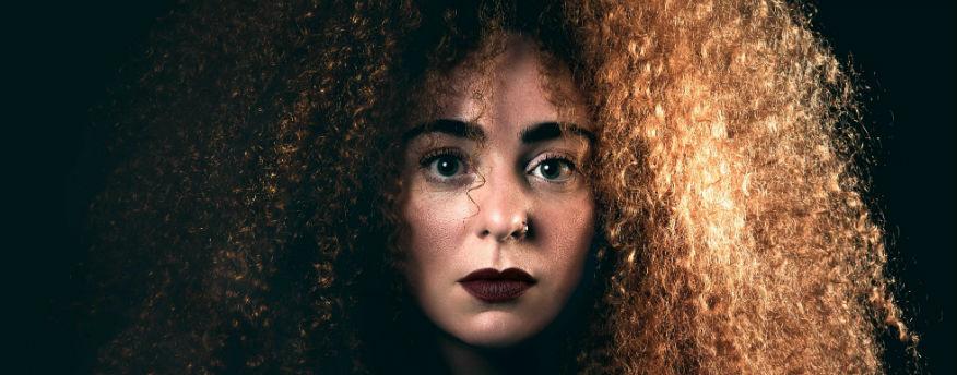 Aïscha Traïdia schreef liedje 'Listen' voor vluchtelingen